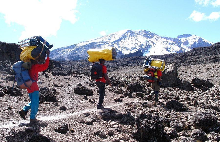 Портеры на Килиманджаро